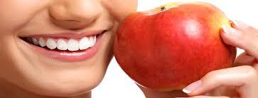 diş çürümesi ve diş eti çekilmesi tedavisi için faydalı yiyecekler